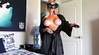 Masked MILF Is Ready For Webcam Show