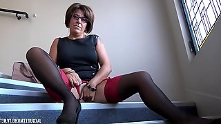 Alissa is a mature brunette with glasses who likes to get loads of cum on her face