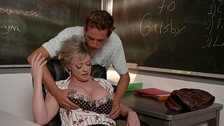 Curvy MILF Dee Williams moans while getting fucked by a stud