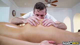 Top MILF gets laid with the masseur