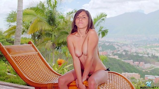 Outdoors video of stunning Alice Violette pleasuring say no to pussy