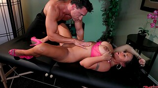 Massage leads to hardcore dicking for busty parcel out Mariah Milano